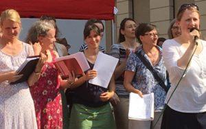 KÖ-Straßenfest - Ankündigung des nächsten Liedes @Dana Buchweitz